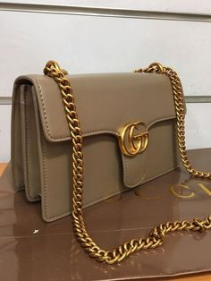 Find tips and tricks, amazing ideas for Gucci purses. Discover and try out new things about Gucci purses site Gucci Purses, Hermes Handbags, Burberry Handbags, Hobo Handbags, Purses And Handbags, Hobo Purses, Gucci Bags, Luxury Bags, Luxury Handbags