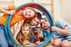 Hula Hoop Pass - Team bonding games for kids Theatre Games, Teaching Theatre, Teaching Kids, Musical Theatre, Fun Team Building Games, Team Building Exercises, Team Bonding Games, Activity Games, Activities For Kids