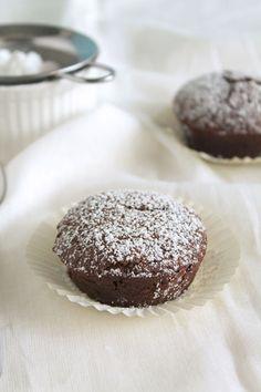 Σοκολατένια υγρά κεκάκια χωρίς ζάχαρη Dessert Recipes, Desserts, Truffles, The One, Madness, Muffins, Cupcakes, Sweets, Breakfast