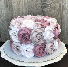 Salmon and mozzarella cake - Clean Eating Snacks Cake Decorating Frosting, Cake Decorating Designs, Cake Decorating Techniques, Cake Designs, Birthday Cake Decorating, Birthday Decorations, 21st Birthday Cakes, Beautiful Birthday Cakes, Beautiful Cakes
