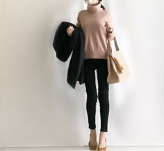 【coordinate】モノトーンコーデにカラー小物 Uniqlo, Normcore, Image, Style, Fashion, Moda, Fashion Styles, Fashion Illustrations, Stylus