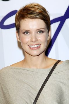 Love this pixie cut. I really want to get all of my hair chopped off now!