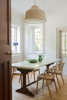Studio Surrey, England Nontraditional Family Home Tour Bright Dining Rooms, Kitchen Interior, Room Design, Interior, Stylish Dining Room, Home, Farmhouse Dining Room, Floor Colors, Traditional Dining Rooms