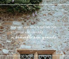 """Soos jy hierdie week vir jou vriende bid, vra vergifnis vir jou eie gebrom en rusie en vergewe hulle vir hulle s'n. Nie een van ons is perfek nie en almal van ons het 'n behoefte aan genade. Ons kan dalk ons behoefte aan genade anders uitdruk, maar ons kan almal onder dieselfde sambreel van tekortkoming verenig. Ons almal het God nodig om in te gryp en ons skoon te maak waar ons swak is.  """"Tag"""" 'n vriend in die kommentaar waarmee jy vandag onder dieselfde sambreel wil staan. 💟"""