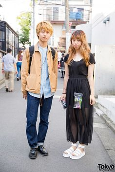 Harajuku girl in all black t-shirt and maxi skirt with white sandals vs. Harajuku guy in chambray shirt, brown jacket, jeans, backpack and black shoes. Japanese Street Fashion, Tokyo Fashion, Korean Fashion, Gyaru Fashion, Harajuku Fashion, Harajuku Style, All Blacks T Shirt, Dr. Martens, Tokyo Street Style