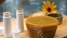 DIY Extra Virgin Coconut Oil and Lemon Lip Balm