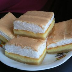 Tvarohovy kolac - Kind of cheese cake Kinds Of Cheese, Russian Recipes, Sandwiches, Cheesecake, Food And Drink, Tasty, Baking, Healthy, Polish