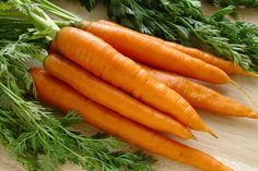 Carrots are an excellent source of beta-carotenes, which turns into Vitamin A when we eat them. Vitamin A helps to improve your immune system and eyesight! We love our power veggies. Health Benefits Of Carrots, Carrot Benefits, Vitamin A, Healthy Carrot Cakes, Snacks Saludables, Growing Veggies, Growing Carrots, Health Tips, Alternative Medicine