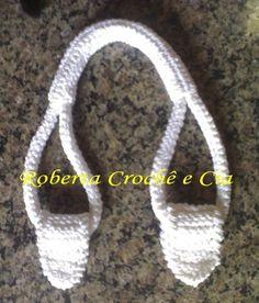 Roberta Crochê e Cia: Passo-a-passo Alças de Crochê para bolsas - (how to crochet sturdy bag handles - not in English - but there is a good photo tutorial). Crochet Tote, Crochet Purses, Knit Or Crochet, Crochet Stitches, Crochet Hooks, Crochet Patterns, Crochet Tutorials, Free Crochet, Crochet Baskets