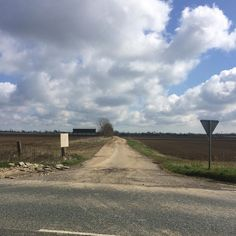 Just like being in Northern france. Awesome new sector of gravel I found today. Just got to fit it in the loop for Sunday.  #gravelride #gravelroad #cycle #cycling #bicycle #outsideisfree #roadslikethese #fromwhereiride #roadcycling #roadcyclist #strava #stravaphoto #stravaproveit #lincolnshire #lincsgraveclub #grave #pave #mud by hunty155
