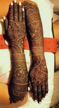 Find and explore latest Dulhan mehndi designs for legs and hands. More than 25 beautiful Bridal mehendi designs images available here. View more here Arabic Bridal Mehndi Designs, Rajasthani Mehndi Designs, Wedding Henna Designs, Full Hand Mehndi Designs, Mehndi Designs 2018, Dulhan Mehndi Designs, Arabic Mehndi, Floral Henna Designs, Legs Mehndi Design