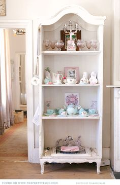 In Western Cape Town, there is a delightful dream in pastels and vintage crockery hidden among the streets, The Birdcage Cafe&nbspis a gift shop and cafe in Tea Room Decor, Dresser Shelves, Coffee Shop Design, Pretty Pastel, Country Decor, Home Furniture, Furniture Ideas, Sweet Home, Interior Design