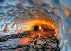 氷の洞窟 /カムチャツカ半島(ロシア) pic.twitter.com/twUPuzvUds