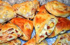 Šunkovo syrové koláčiky Cheese, Chicken, Meat, Food, New Years Eve, Essen, Meals, Yemek, Eten