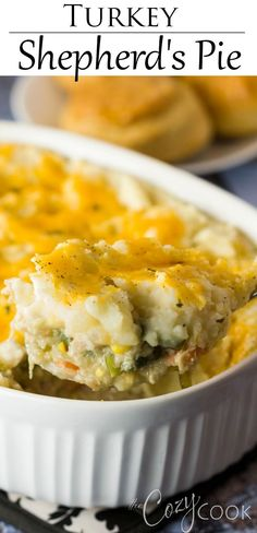 This Turkey Shepherd's Pie is a great recipe idea for Thanksgiving lefovers! This Turkey Shepherd's Pie is a great recipe idea for Thanksgiving lefovers! Shepards Pie Easy, Sweet Potato Shepards Pie, Turkey Shepherds Pie Recipe, Shepherds Pie Recipe Healthy, Turkey Pie, Pie Recipes, Great Recipes, Cooking Recipes, Favorite Recipes