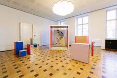 Im Kronprinzenpalais, das einst dem preußischen Herrscherhaus als Stadtpalais diente, feierte der Berliner Mode Salon Premiere. Insgesamt 18 Modedesigner aus dem Top-Genre präsentierten auf Initiative der deutschen Vogue und der Berliner Agentur Nowadays ihre Kollektionen.