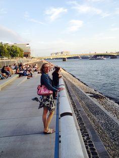 #Kölns neuer #RheinBoulevard, hier mit Blick auf #Kranhäuser und #DeutzerBrücke