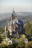 Historistische Schlossanlage auf dem Drachenfels am Rhein