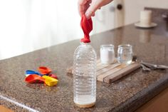 How to Blow up a Balloon With Baking Soda and Vinegar Baking Soda Face, Baking Soda Vinegar, Baking Soda Uses, Blowing Up Balloons, Helium Balloons, Cheap Baby Shower, Girl Shower, Acetic Acid, Custom Balloons