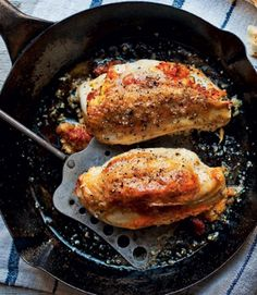 The smoky paprika flavour of the chorizo pairs wonderfully with chicken in this quick and simple recipe. Substitute coriander for basil for a delicious alternative. Chorizo Recipes, Yummy Chicken Recipes, Mexican Food Recipes, Chicken Chorizo Recipe, Dinner Recipes, Drink Recipes, Yummy Recipes, Cooking Recipes, Healthy Recipes