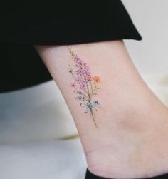 Watercolor tattoo shared by Haeyang on We Heart It watercolor tattoo - Tattoo Mini Tattoos, Body Art Tattoos, Tatoos, Tattoos For Women On Thigh, Tattoos For Women Small, Beautiful Tattoos For Women, Tattoo Bunt Klein, Small Flower Tattoos, Small Tattoos