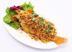 a flavor of Thai: Pla Tab-Tim Thod Ka-tiem prik Thai (Crispy Red Tilapia fry with garlic pepper) Spicy Recipes, Fish Recipes, Red Snapper, Tilapia, Japchae, Seafood, Fries, Garlic, Stuffed Peppers