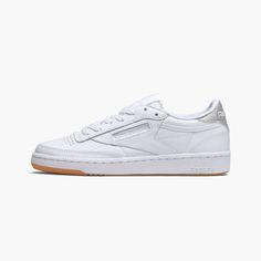 19bbeba5b0332 Compare et achète la Reebok Club C 85 Diamond Blanc pour femme sur les  meilleurs shops européens de sneakers. Stylecode  BD4427