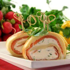 Clătite cu somon și cremă de brânză Party Finger Foods, Party Snacks, Tapas, Fingerfood Party, Cooking Recipes, Healthy Recipes, Caprese Salad, Kids Meals, Entrees