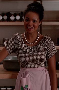 Beth's brown houndstooth ruffled dress and pearl necklace on Chasing Life.  Outfit Details: http://wornontv.net/34112/ #ChasingLife