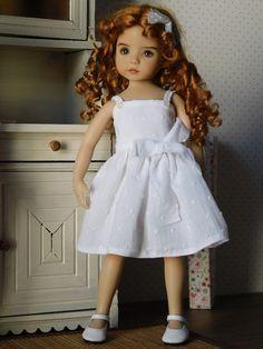 Voici les explications de cette petite robe à bretelles du patron N°16. Vous pouvez choisir un des trois modèles de corsage. Explications...