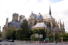 Stage 6 of the 2014 Tour travels from Arras to Reims. 194 kilometres and pancake flat, it's another opportunity for the sprinters and for green jersey points Reims Cathedral, Le Palais, Chapelle, Gothic Architecture, Kirchen, Barcelona Cathedral, Skyscraper, Italy, Tours