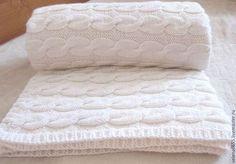 Текстиль, ковры ручной работы. Ярмарка Мастеров - ручная работа. Купить Белый вязаный плед с косами. Handmade. Белый, с косами