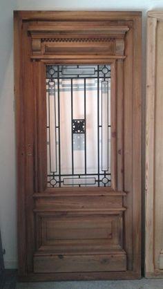 puerta de pinotea, reja de hierro, gran terminación.