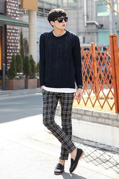Look de arquiteto também. A calça estampada é muuuito estilo, mas ainda bem discreto por causa das cores. Mocassim, apenas <3 #KoreanFashion