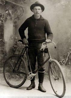 vintage cycling clothing on tweed run cycling