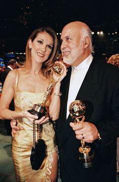 Such a lovely couple❤️ Celine Dion, Pop Singers, Female Singers, Quebec, Famous Celebrities, Celebs, Martina Mcbride, Ryan Gosling, Hollywood