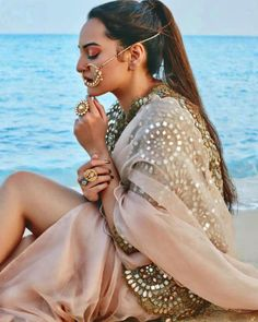 Sonakshi Sinha In White And Gold Saree Love The Hair Blouse Bindi