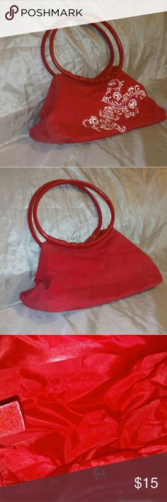 Red Oriental purse Versital bag that's absolutely beautiful with it's embroidery. Hardly used and is in great condition. This is the one that spurred my love for bags and purses. Bags Mini Bags