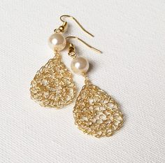Wire crochet earrings Gold drop earrings. Pearl earrings.Dangle dainty wire earrings. Bridal earrings Wire crochet jewelry.Wire jeawelry