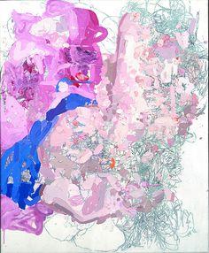 Cet œuvre abstraite maître puisque les couleurs sont bien réalisée. Les différentes teintes de rose ressorte et le bleu contaste bien le tout sans toutefois être la seul chose que l'on voit. Il ne faut pas oublier le crayons en dessous lorsque l'on porte attention à ce dessin car c'est surment le point de départ de cet œuvre et donc la recherche dd une idée de base que l'on modifie est bien représenté .