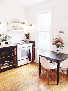 Married Interior Designers Find Their Sweet Spot In A Historic Home   Oven  And Kitchen Table
