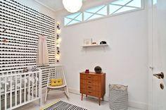 Zweeds huis vol kunstige prints aan de muur