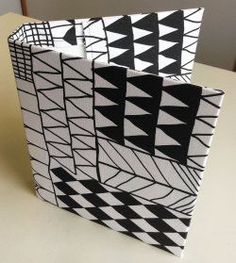 Näin ompelet kansiolle päälliset | Kodin Kuvalehti Easy Sewing Projects, Sewing Hacks, Sewing Crafts, Sewing Ideas, Janome, Textile Art, Handicraft, Cube, Textiles