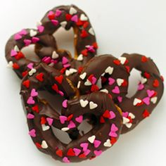 Chocolate Covered Pretzels: the ultimate salty-and-sweet treat dressed-up for an easy Valentine's Day dessert.