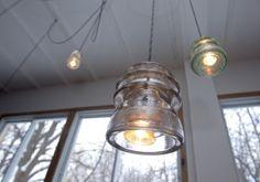 Luminaires  Un isolateur électrique comme globe de plafonnier.