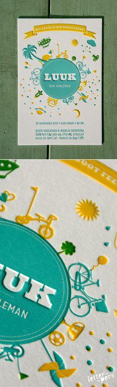 letterpers_letterpress_geboortekaartje_Luuk_bol_wereld_rond_preeg_relief_twee_kleuren_blauw_geel_jongetje_jongen.jpg 500×1.647 pixels