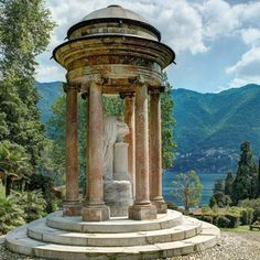 VITA DI LUSSO had the privilege to visit Villa d'Este at lake Como; a piece of paradise within driving from design city Milan. Lake Como, Italy, Interior Design, Hotels, Gardens, Green Garden, Nest Design, Italia, Home Interior Design