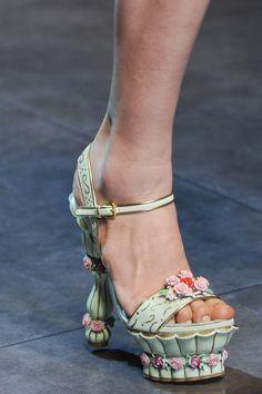 В новой коллекции Dolce & Gabbana - вышиванки и носки поверх обуви | Восточный Дозор