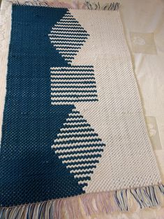 Weaving Designs, Weaving Projects, Weaving Art, Weaving Patterns, Tapestry Weaving, Loom Weaving, Hand Weaving, Woven Wall Hanging, Weaving Techniques