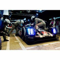 Visit enlapista.com #enlapistadotcom  #Repost @24hoursoflemans   Credit @jameypricephoto - #Porsche pit stop #LeMans24 - #LeMans #24HLM